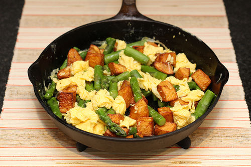 Scrambled Eggs with Potatoes and Asparagus